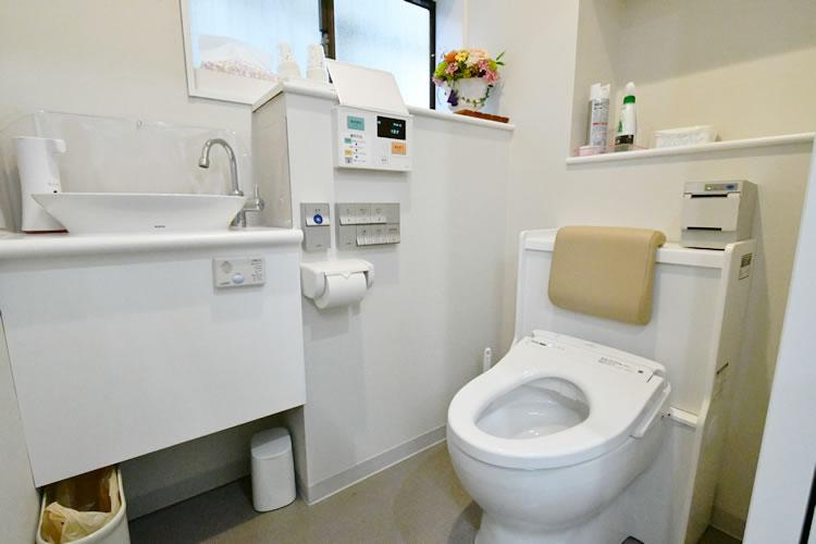検査用トイレ